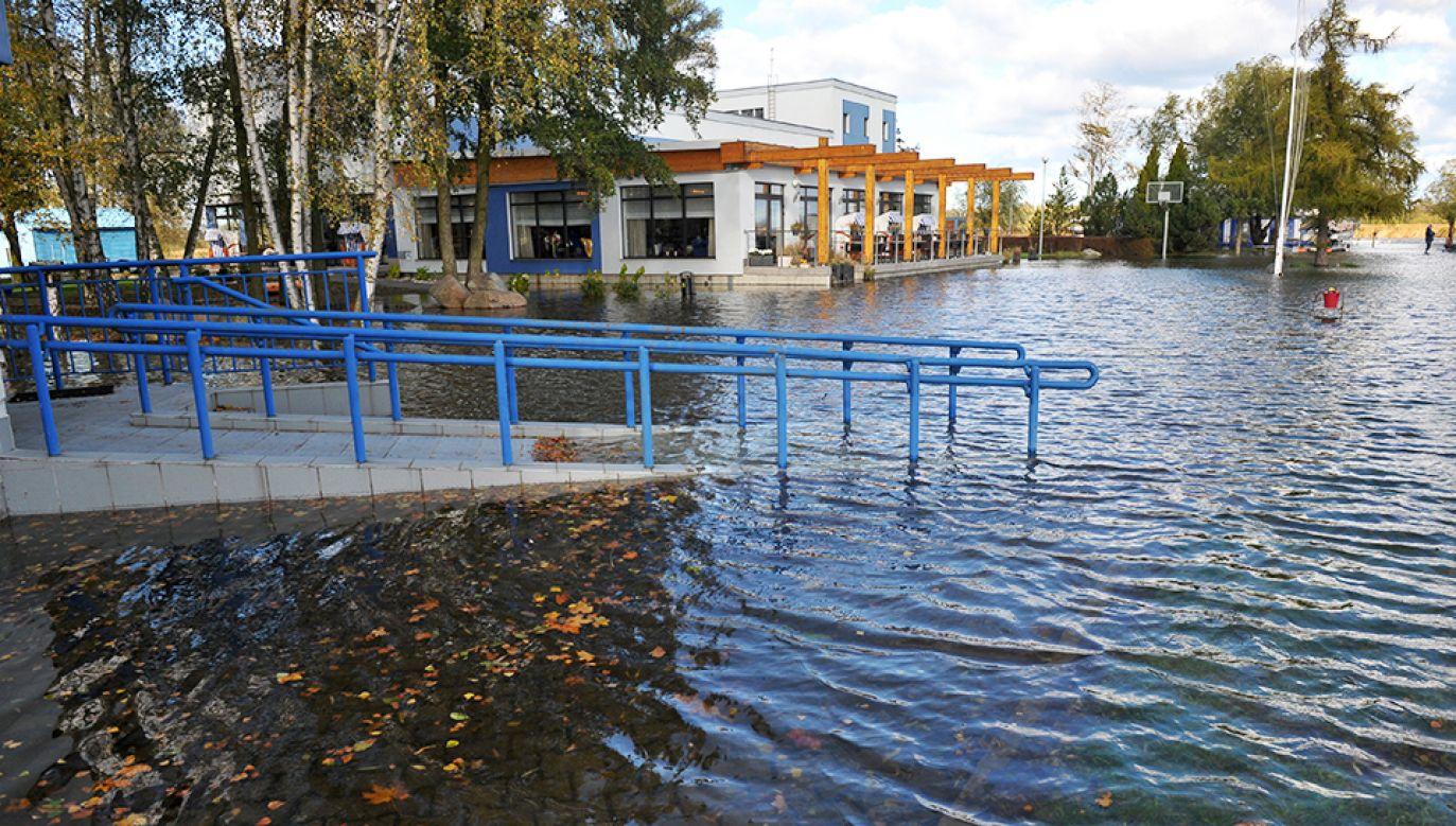 Stany alarmowe na piętnastu rzekach (fot. PAP/Marcin Bielecki)