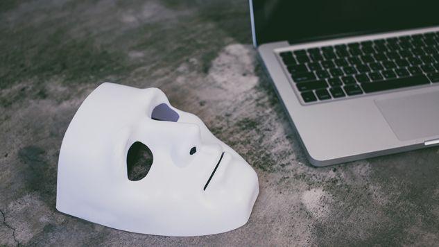 Anonimowość w internecie ma być ograniczona (fot. Shutterstock/Twinsterphoto)