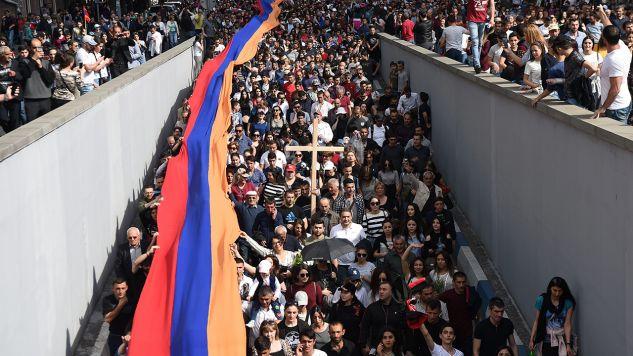 Demonstracja w Erywaniu (fot. PAP/ EPA/HAYK BAGHDASARYAN)