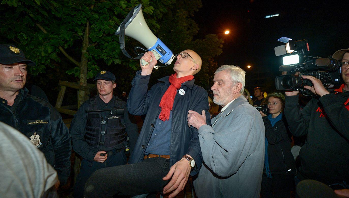 Członkowie KOD podczas manifestacji (fot. arch.PAP/Marcin Obara)