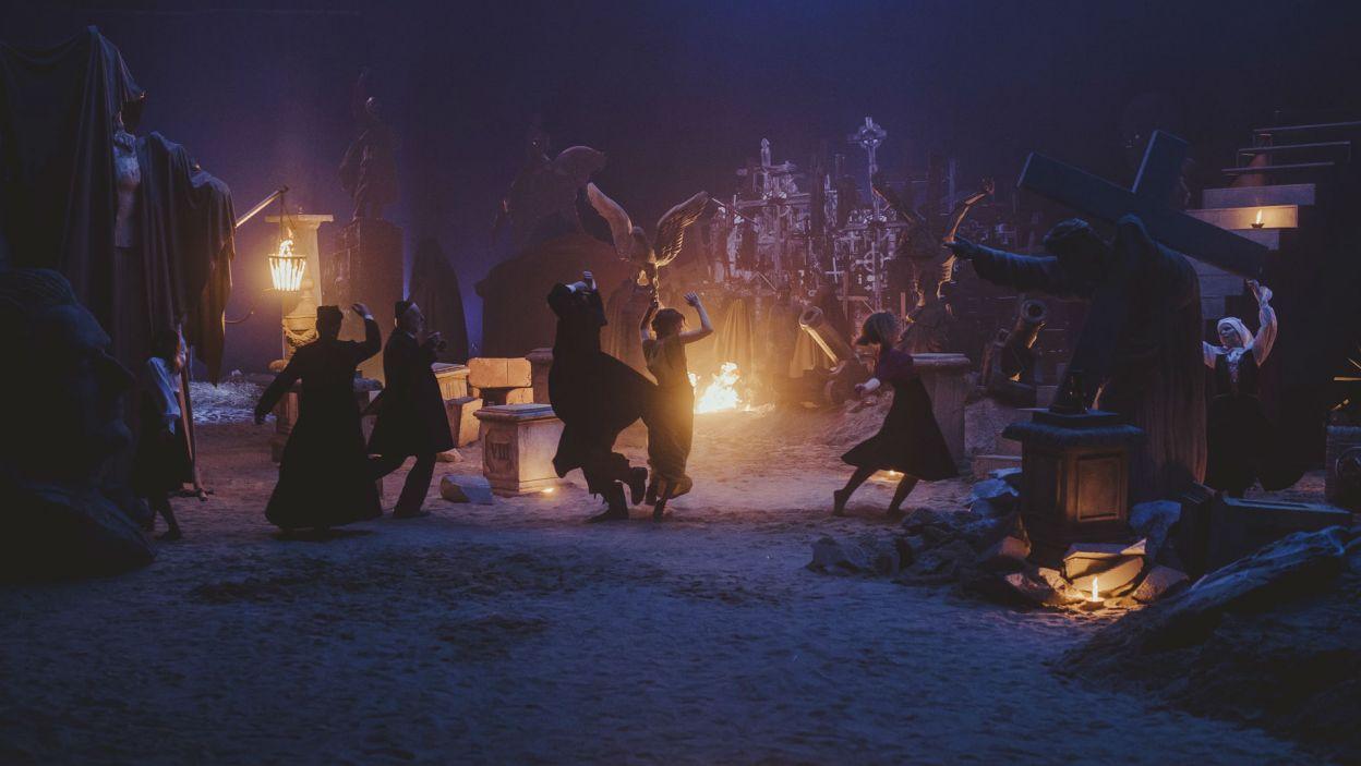 ... w hipnotyczny taniec do taktu muzyki granej przez Chochoła (fot. Stanisław Loba)