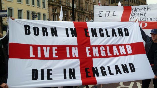 Londyn: Manifestacje w obronie dziennikarza relacjonującego proces muzułmańskich gwałcicieli