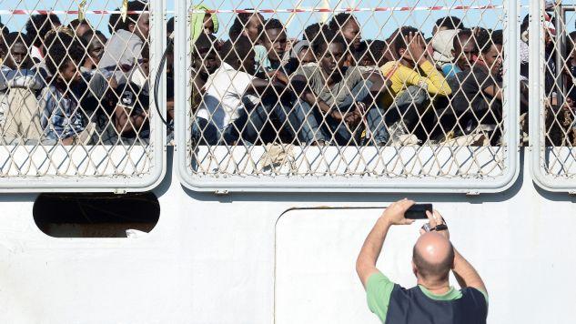 Według szacunków w ciągu ostatnich czterech dni do południowej Europy próbowało się dostać drogą morską około 10 tysięcy imigrantów (fot. REUTERS/ Guglielmo Mangiapane)