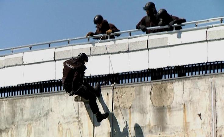1. Ćwiczenia antyterrorystów na zaporze w Solinie