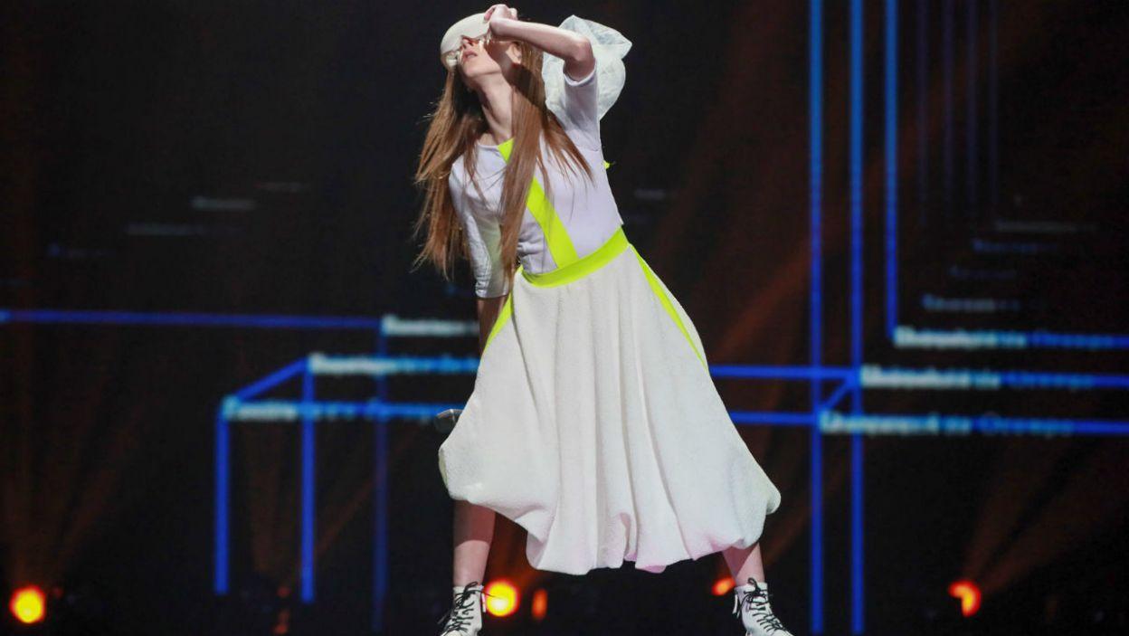 Młoda artystka zdecydowała się na ciekawą choreografię (fot. Andres Putting/Eurovision)