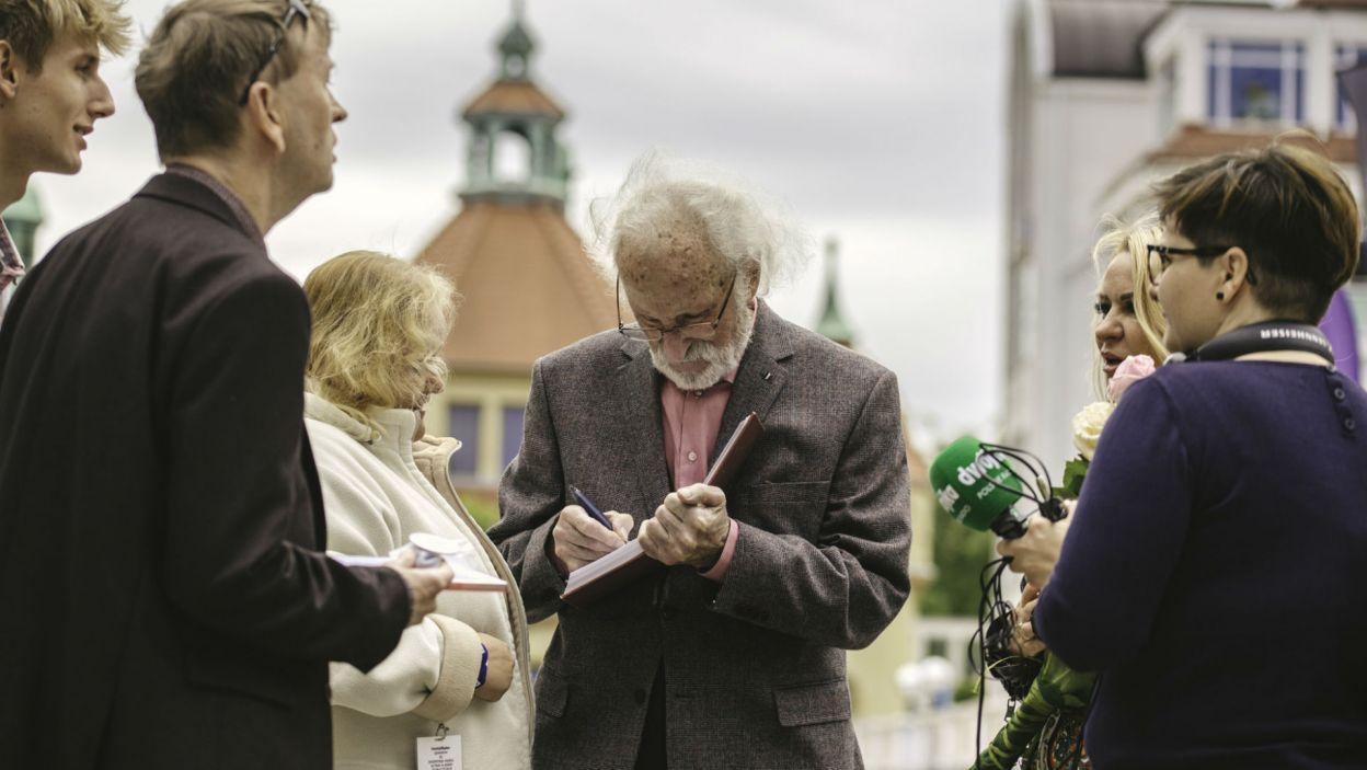 Franciszek Pieczka, laureat tegorocznej Wielkiej Nagrody, nie krył się przed łowcami autografów (fot. S. Loba)