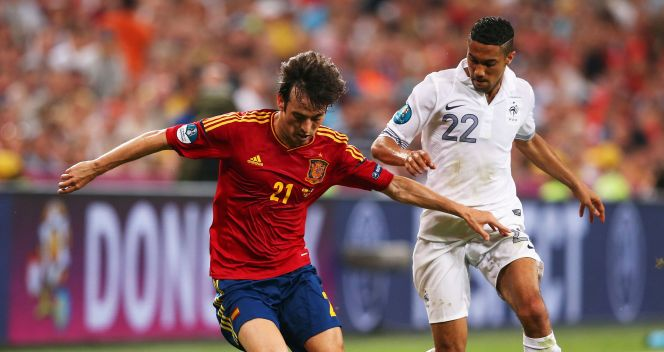David Silva w pojedynku z Gaelem Clichy'm (fot. Getty Images)