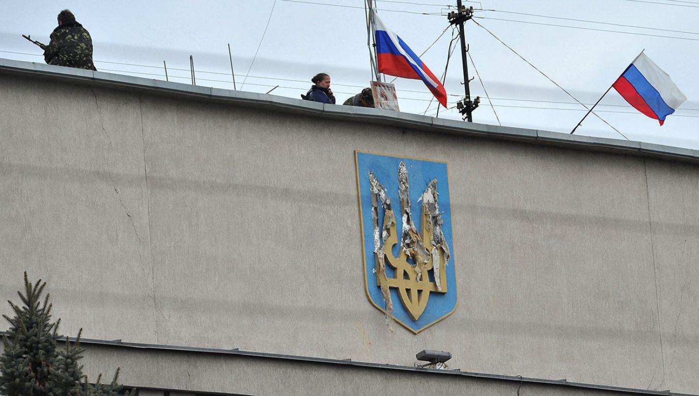 Budynek ukraińskiej Służby Bezpieczeństwa Regionalnego opanowany przez Rosjan (fot.  Alex Inoy/Anadolu Agency/Getty Images)