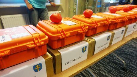Defibrylatory trafiły do 14 jednostek OSP. Zdjęcie: Marcin Różyc, Radio Kielce