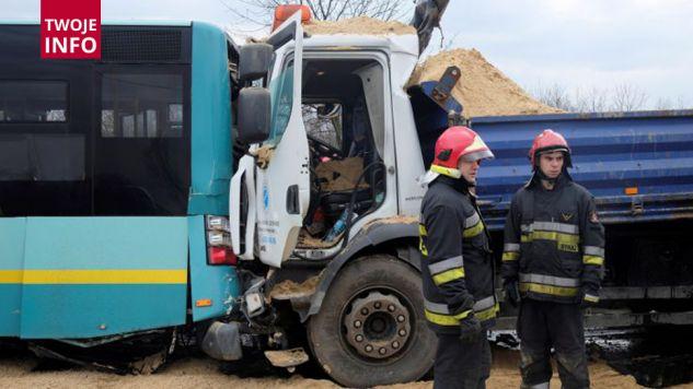 Miejsce wypadku na ulicy Bagiennej w Katowicach. Foto. PAP/Andrzej Grygiel