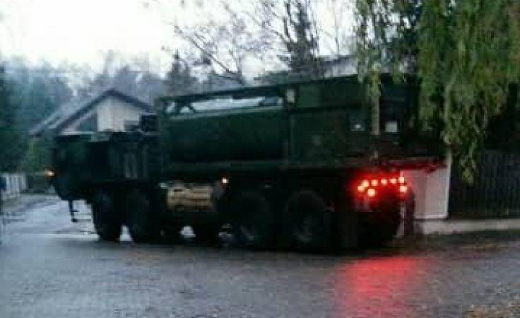 Kierowca ciężarówki ściął zakręt z Ptasiej w Baśniową (fot. Joanna Bujna)