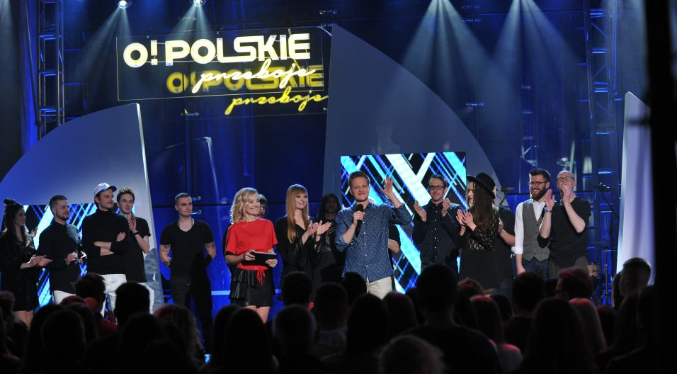 Chwila napięcia w oczekiwaniu na wyniki głosowania widzów... (fot. Natasza Mludzik/TVP)