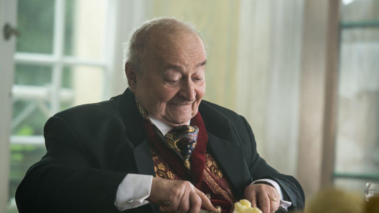 Jego głód i cierpienie dodają jedynie smaku arystokratom.  (fot. Jan Bogacz/TVP)