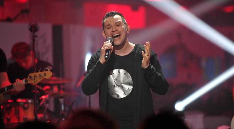 Z zawodu jest terapeutą, a z pasji wokalistą, kompozytorem i autorem tekstów (fot. Natasza Młudzik/TVP)