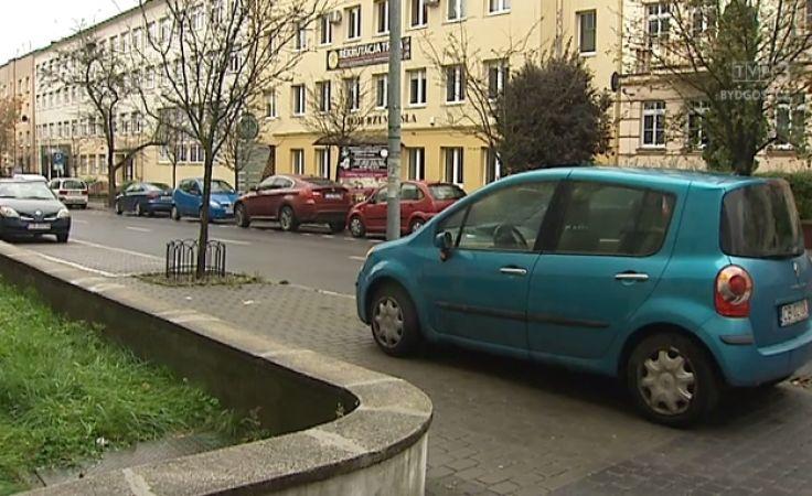 Strefa płatnego parkowania nie zawsze oznacza opłaty za parking