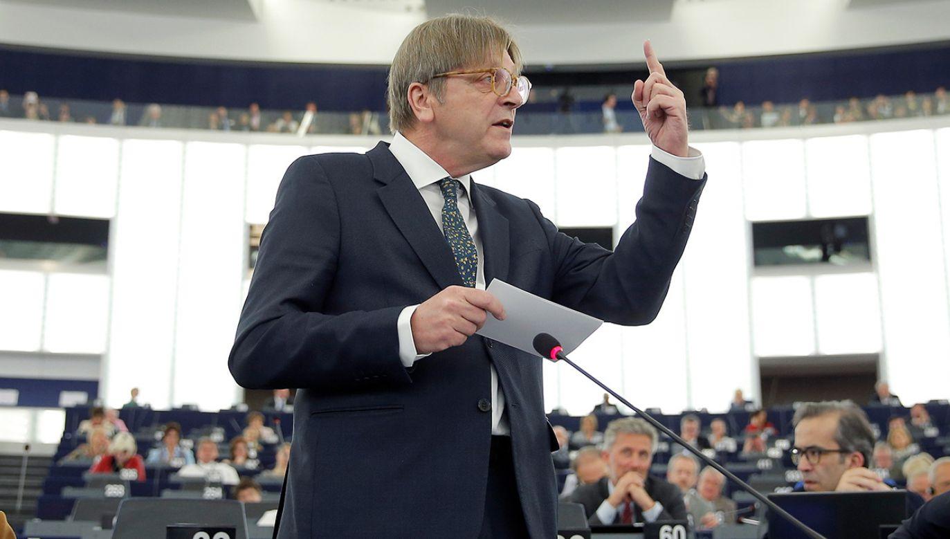 Verhofstadt zasugerował na Twitterze, że może zostać objęty zakazem wjazdu do Polski (fot. REUTERS/Vincent Kessler)