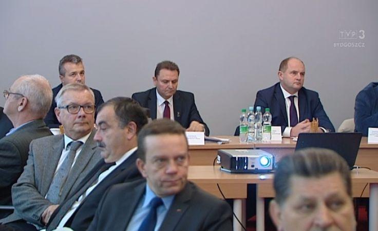W spotkaniu w urzędzie wojewódzkim oprócz członków rady dialogu społecznego uczestniczyli też dyrektorzy szpitali i placówek medycznych.