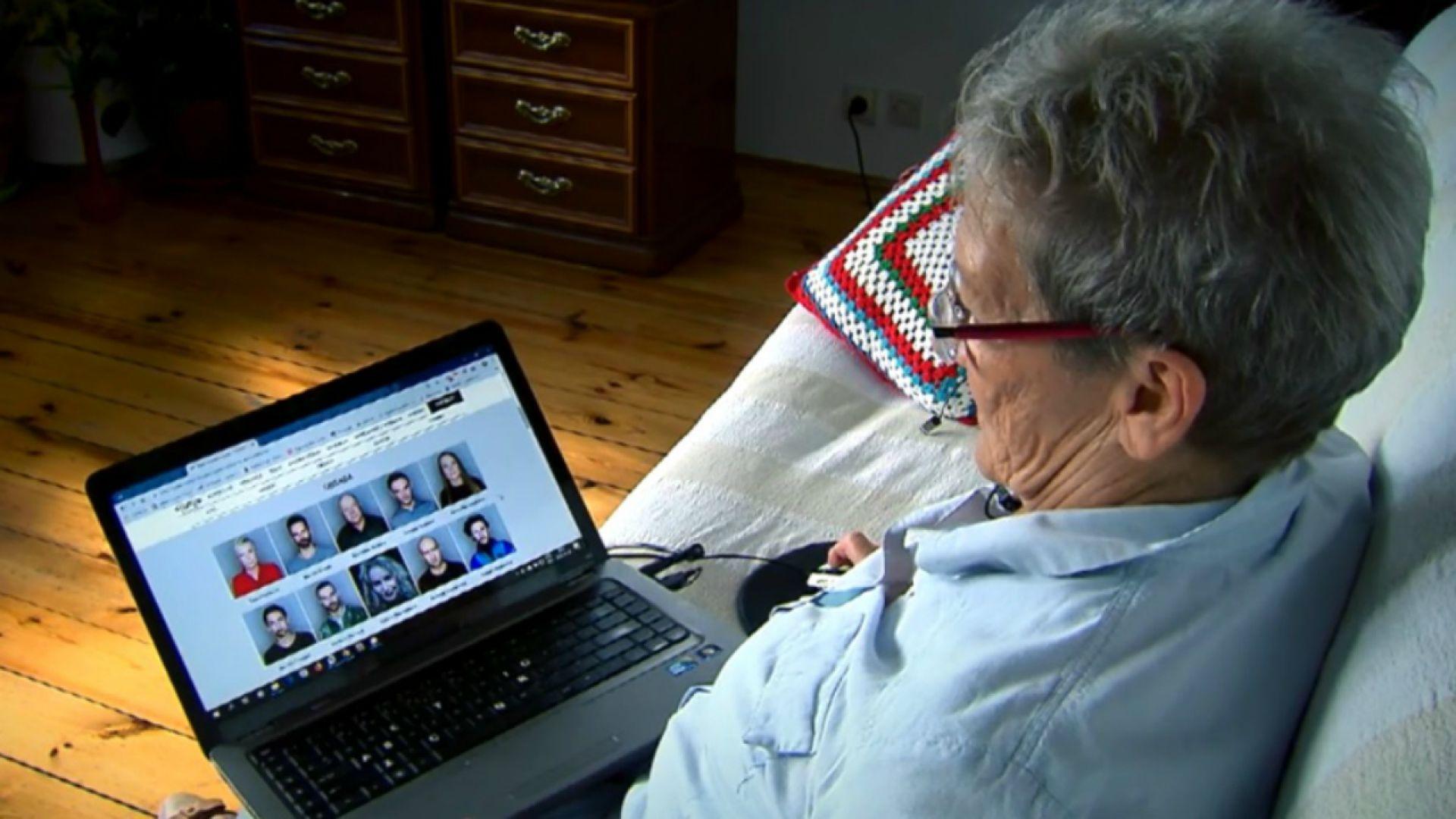 Senior w świecie internetu [audiodeskrypcja]