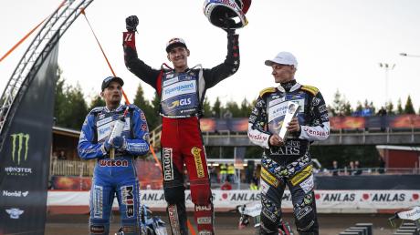Od lewej: Bartosz Zmarzlik, Maciej Janowski, Fredrik Lindgren (fot. PAP/EPA)