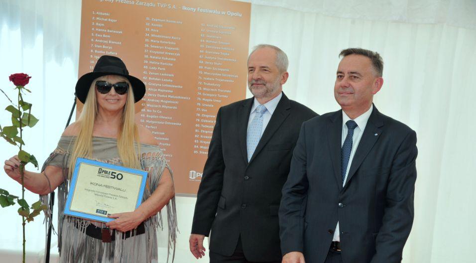 Maryla Rodowicz – odbiera nagrodę Ikony Festiwalu w Opolu (fot. Ireneusz Sobieszczuk/TVP)