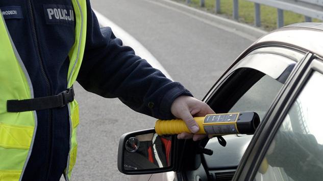 (4) Szczecińska prokuratura prowadzi śledztwo w sprawie kierowania pojazdem przez nietrzeźwego sędziego (fot. arch.PAP/Darek Delmanowicz)