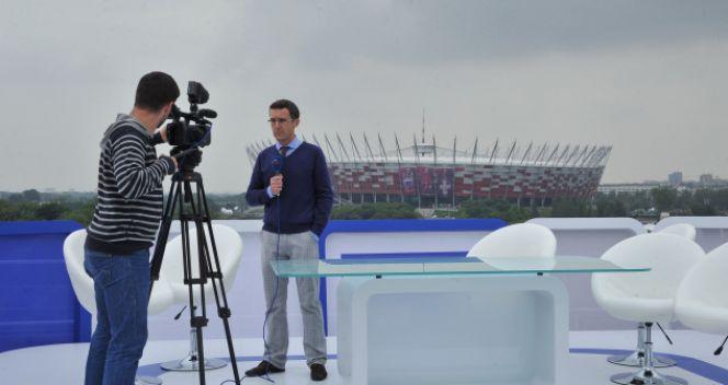 Maciej Kurzajewski przygotowuje się do swojej roli (fot. TVP/Ireneusz Sobieszczuk)