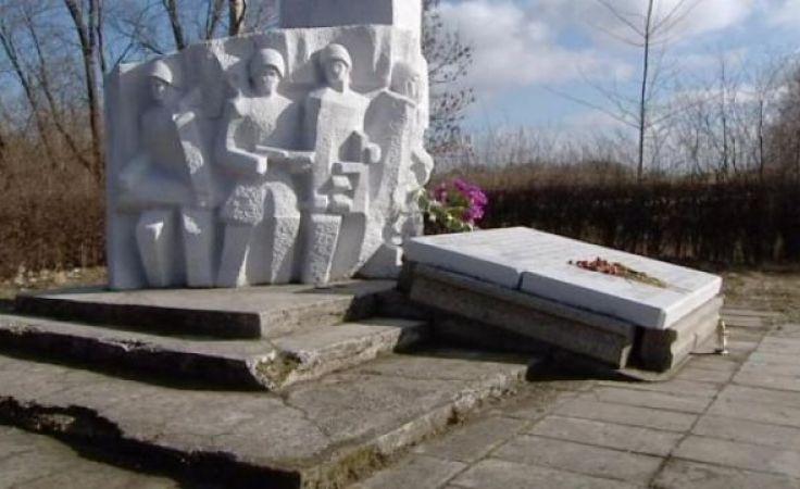 Burmistrz Pieniężna apeluje o przekazywanie pieniędzy na usunięcie pomnika Czerniachowskiego