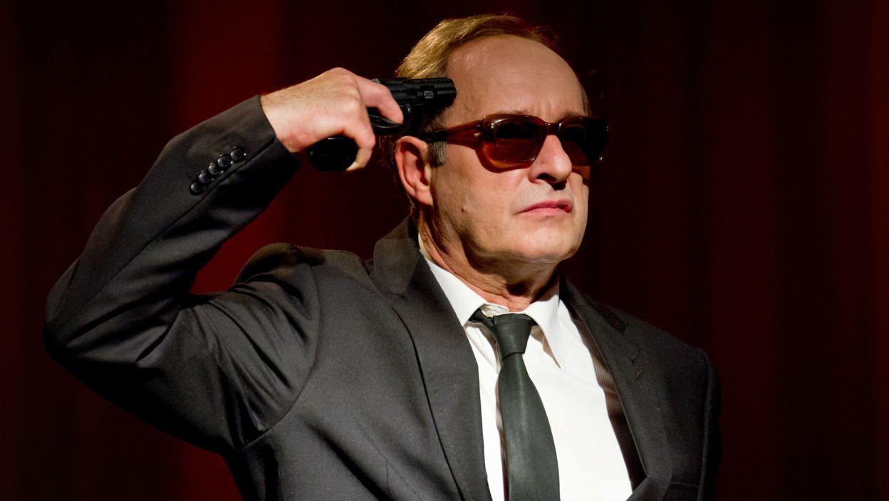 W spektaklu spoglądamy na generała, który w obliczu niekończącego się procesu rozlicza się sam ze sobą ze swojego życia (fot. M. Łukaszek/TVP)