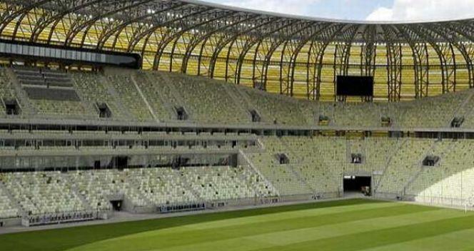 Krzesełka wewnątrz stadionu są w barwach grającej na nim na co dzień Lechii Gdańsk (fot. PAP)
