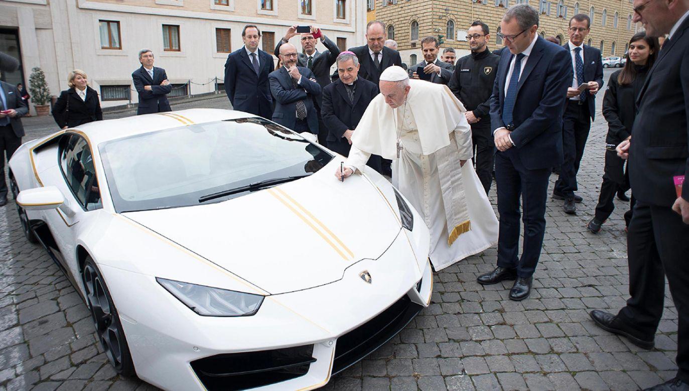 Papież Franciszek nie cieszył się autem zbyt długo (fot. PAP/ EPA/OSSERVATORE ROMANO)