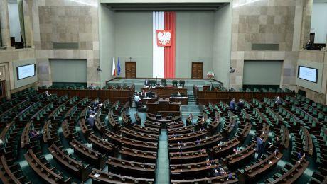 Gdyby wybory odbyły się w minioną niedzielę, do Sejmu trafiłoby 6 ugrupowań (fot. PAP/Marcin Obara)