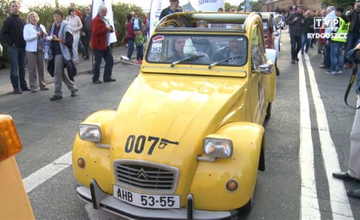 Parada citroenów na ulicach Torunia