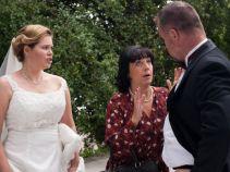 Czy Ewelina zgodzi się, by zamieszkać u mamusi przyszłego męża? (fot. A. Rybak/ TVP)