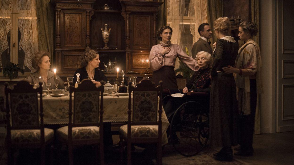 Widzowie poznają dokładnie relacje i zależności, jakie panują w domu Biernackich (fot. TVP)