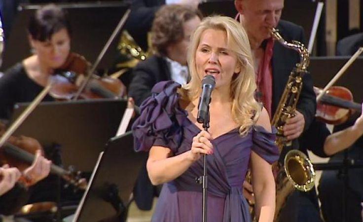 Anna Jurksztowicz na scenie.