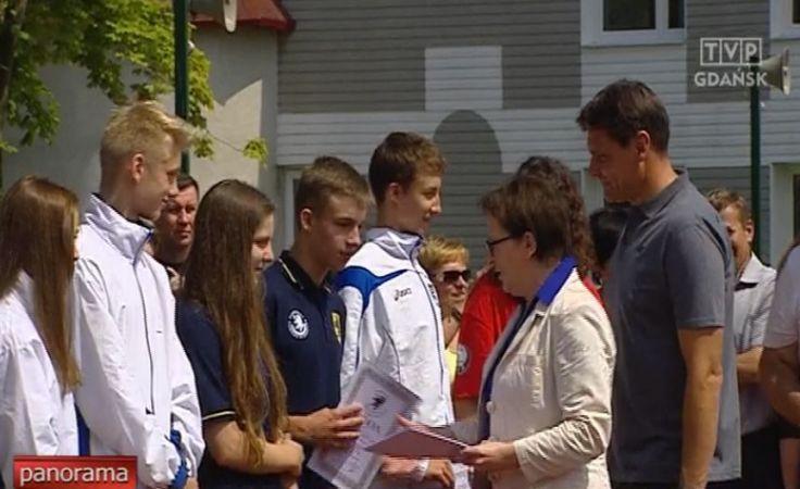 Ewa Kopacz z młodymi sportowcami w Cetniewie