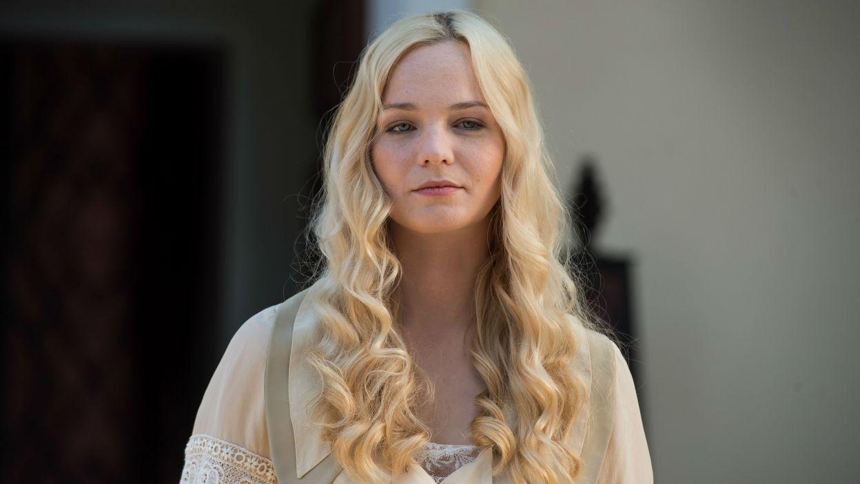 W spektaklu zagrały również Michalina Łabacz jako Ernestyna... (fot. Jan Bogacz/TVP)