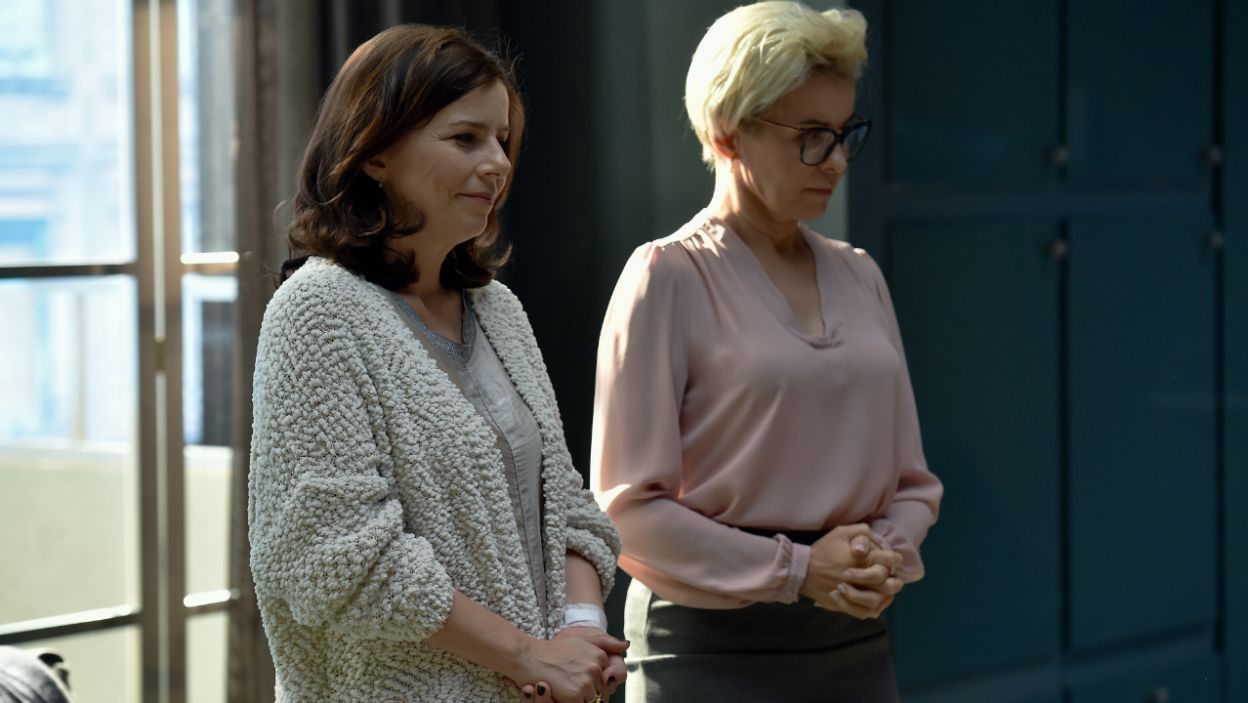 Agata Kulesza i Aleksandra Konieczna jako siostry Lane i Virginia (fot. Ireneusz Sobieszczuk)
