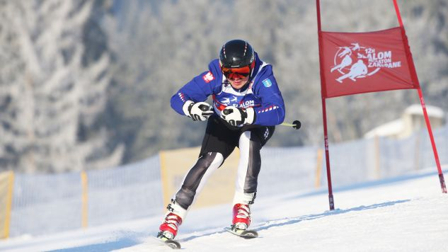 Prezydent Andrzej Duda kapitanem jednej z drużyn podczas zawodów w narciarstwie alpejskim (fot. PAP/Grzegorz Momot)