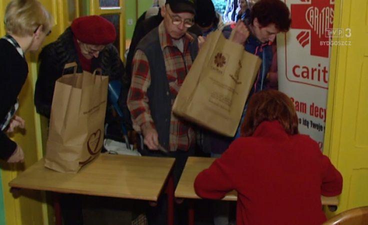 W siedzibie bydgoskiej Caritas rozdano potrzebującym wielkanocne paczki żywnościowe