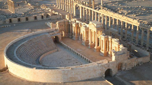 Egzekucja w amfiteatrze. Tłum patrzył, jak dzieci rozstrzelały 25 żołnierzy