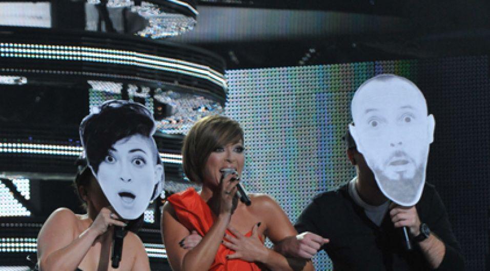Natalia Kukulska i tancerze w maskach (fot. Ireneusz Sobieszczuk/TVP)