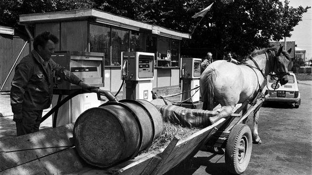 Stacja benzynowa CPN - 1983 rok (fot. arch.PAP/Roman Sieńko)