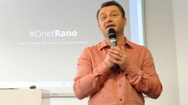 Dziennikarz Jarosław Kuźniar podczas inauguracji konferencji TechCamp Warsaw (fot. arch PAP/Marcin Obara)