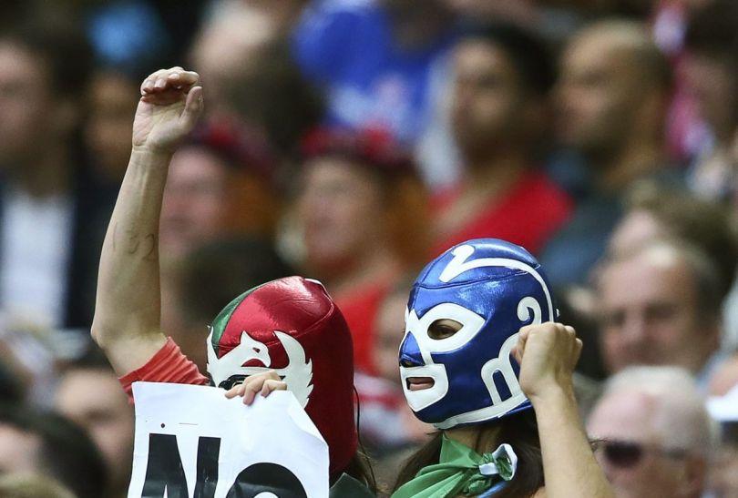 Meksykańscy fani mieli się z czego cieszyć, ich ekipa wygrała 3:1 (fot.PAP/EPA)