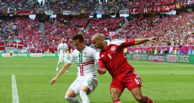 Joao Pereira powstrzymywany przez Simona Poulsena (fot. Getty Images)