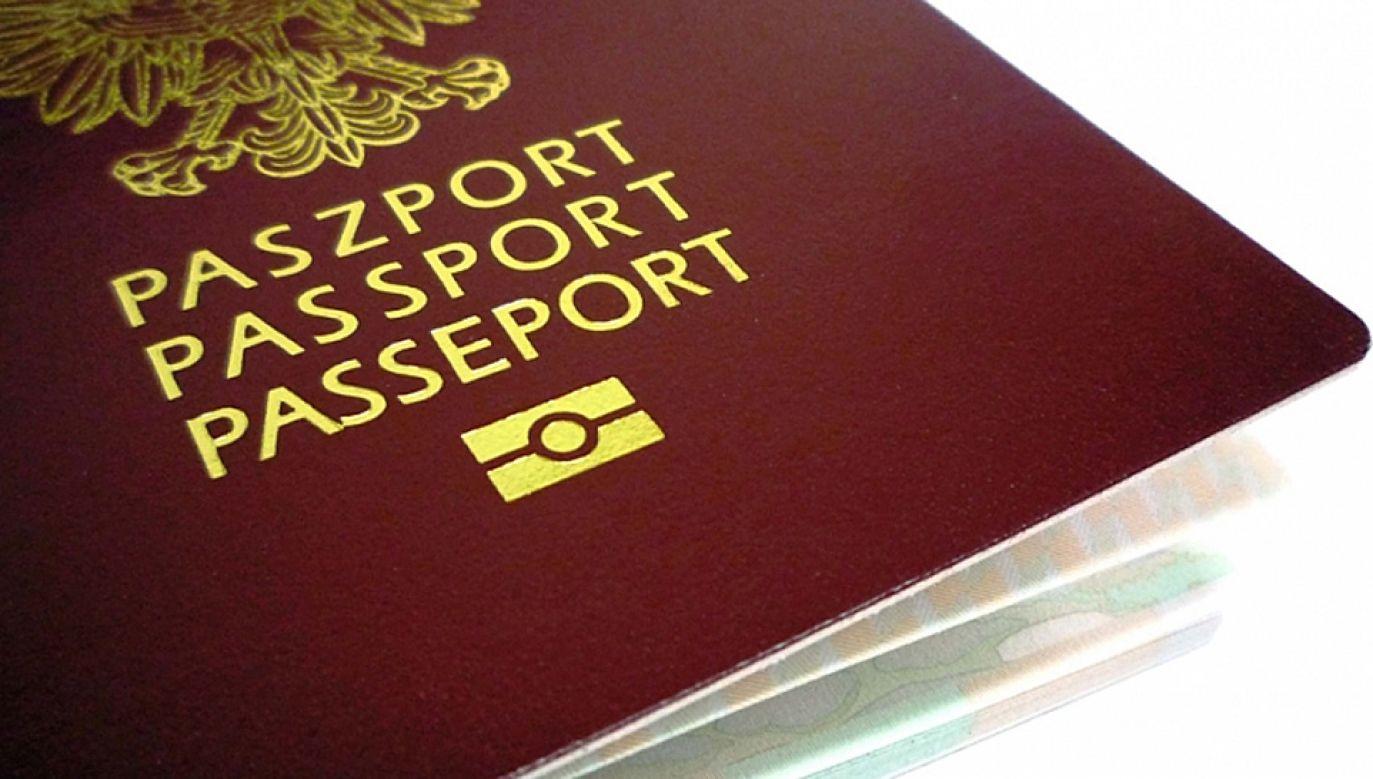 Grupy przestępcze wypożyczają obcokrajowcom polskie paszporty (fot. KPRM)