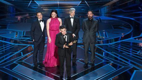 Chilijski reżyser Sebastian Lelio odebrał statuetkę za najlepszy film nieanglojęzyczny (fot. PAP/EPA/AARON POOLE/AMPAS)