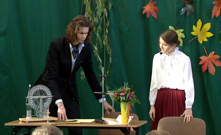 Uczniowie przygotowali dwa przedstawienia teatralne poświęcone noblistce
