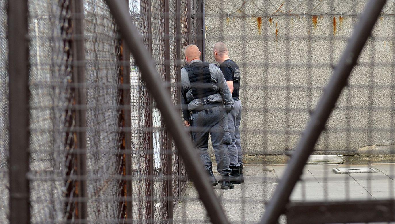 Mężczyzna wrócił do więzienia (fot. arch/PAP/Marcin Bielecki)
